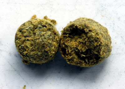 A traditional pellet on the left, a lupulin pellet on the right.