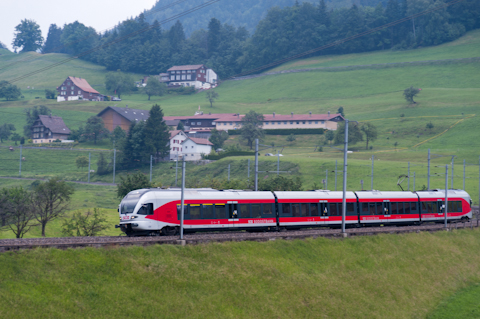 Südostbahn (SOB) in Samstagern