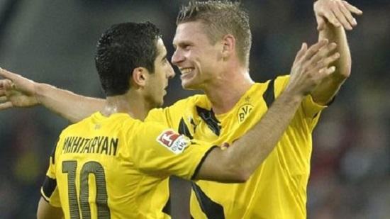 Reus ghi bàn thắng mở đầu tỉ số cho Dortmund.