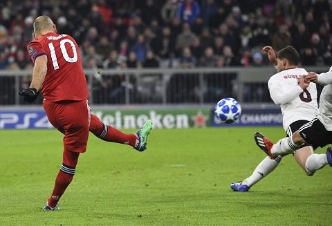 Những pha bóng như thế đã trở thành thương hiệu của Robben