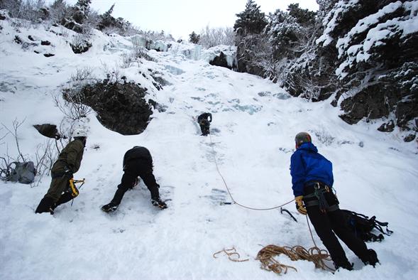 लद्दाख खारदुंग में हिमस्खलन 3 टूरिस्ट की लाशें मिलीं 7 लापता