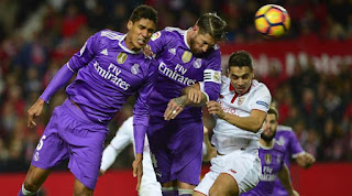 The process of goal suicide committed by the Real Madrid defender, Sergio Ramos, against Sevilla. Sevilla created both goals in the final 10 minutes through suicide Ramos and debut goals Stevan Jovetic. (AFP / Cristina Quicler)