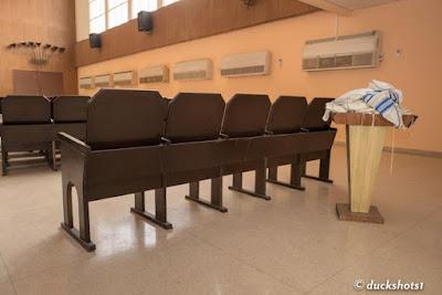 El gobierno cubano permite la libertad religiosa - la libertad de ser judíos, reunirse, casarse y orar. Volveremos, patrocinamos un Kiddush, tenemos una aliyah a la Torá y oramos.