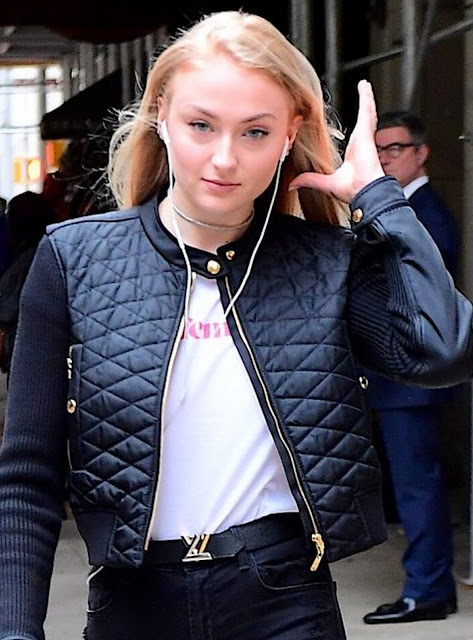 Sophie Turner actress of the Game of Thrones series wearing a jacket and a T-shirt