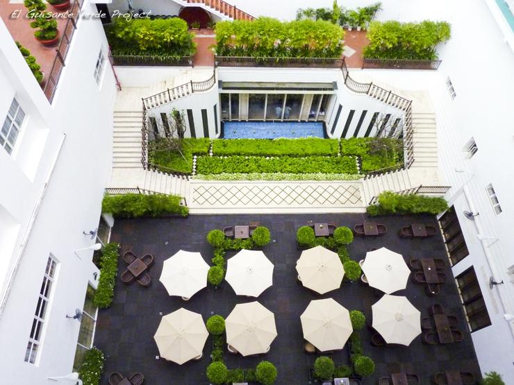 Patio del Hotel Rex Saigon - Ho Chi Minh City, Vietnam por El Guisante Verde Project