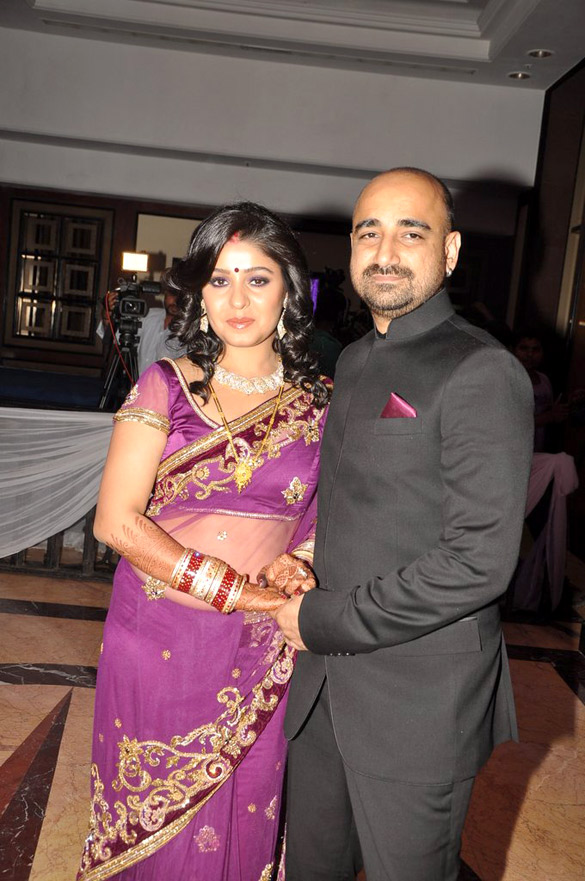 Track Mail: Sunidhi Chauhan and Hitesh Sonik Wedding ...  Track Mail: Sun...