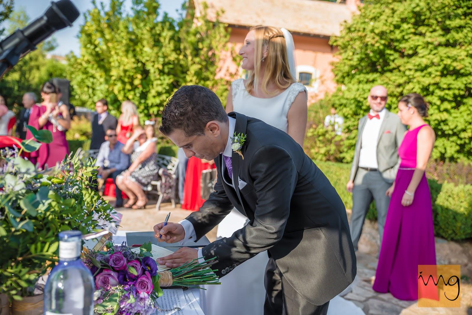 La fotografía de la firma en la boda