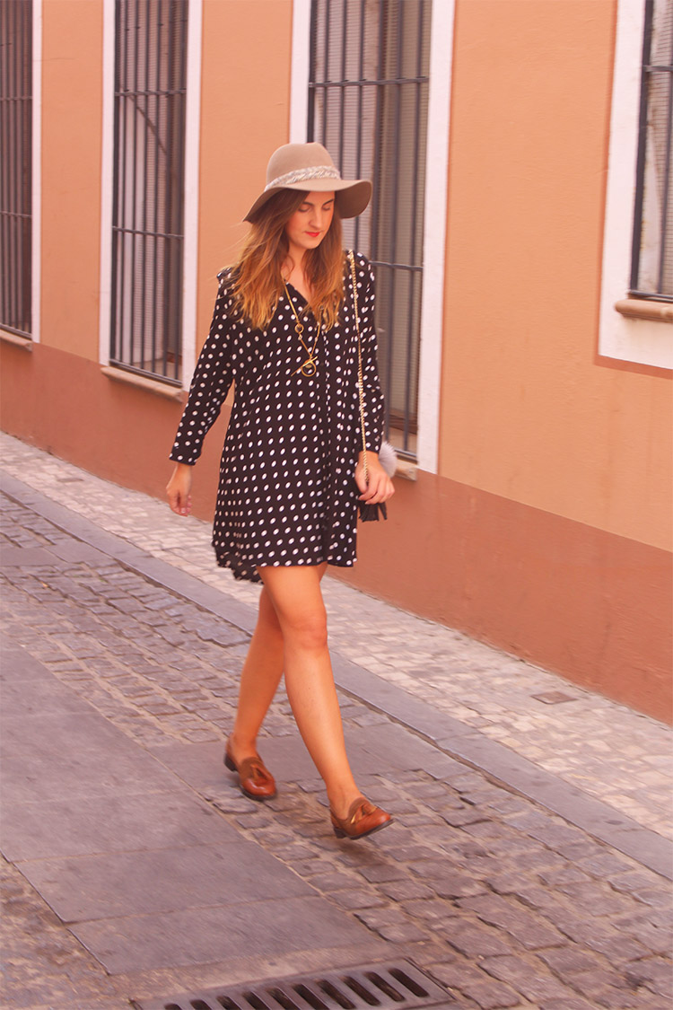 http://looking4theblacksheep.blogspot.com.es/2016/10/spotted-dress-welcome-autumn.html