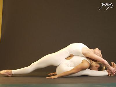 happytrees studio yoga giving and dreadlocks