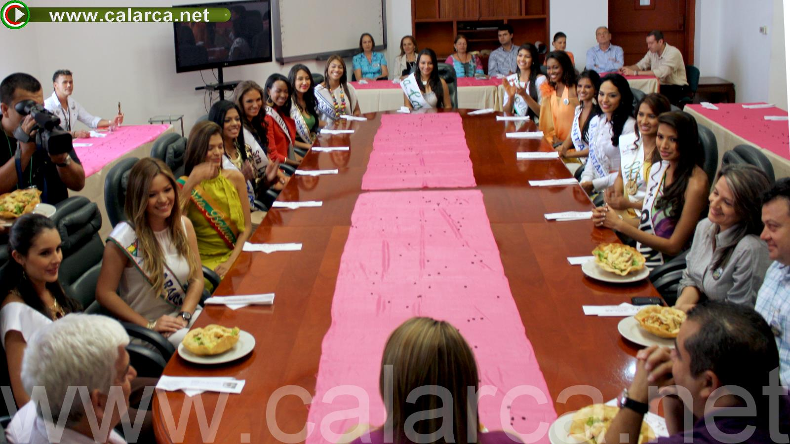 Almuerzo de bienvenida a las candidatas al XXX Reinado Nacional del Café