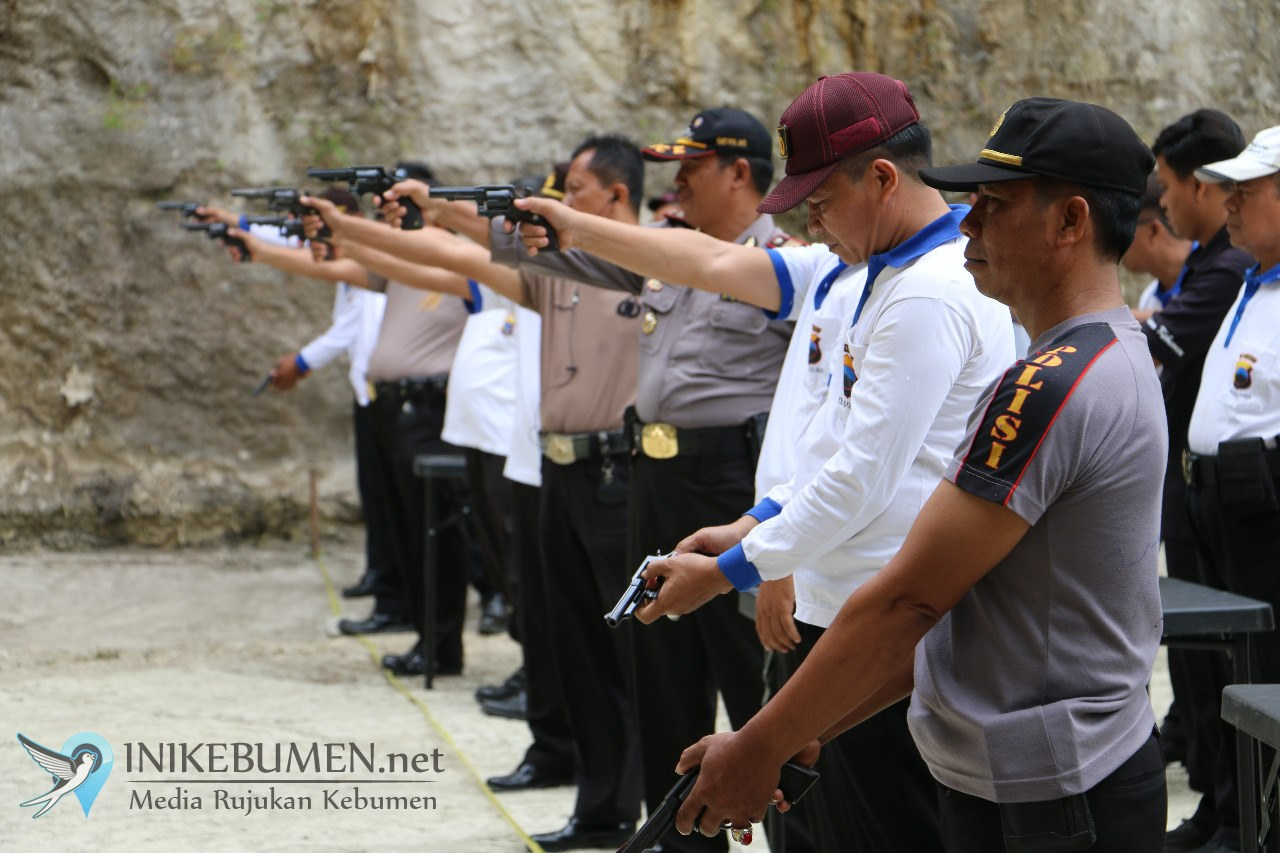 Para Kapolsek di Kebumen Ikuti Latihan Menembak