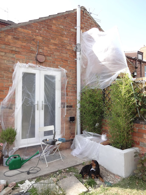 screen to protect neighbours windows from dust
