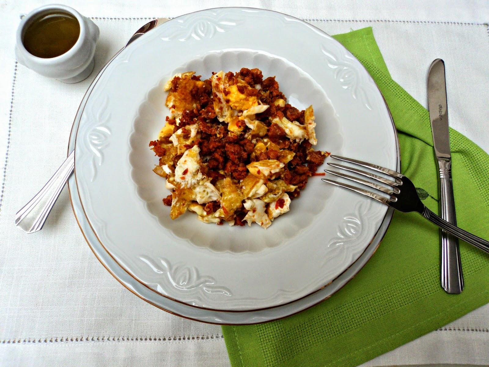 pasta-chorizo-huevo-salsa
