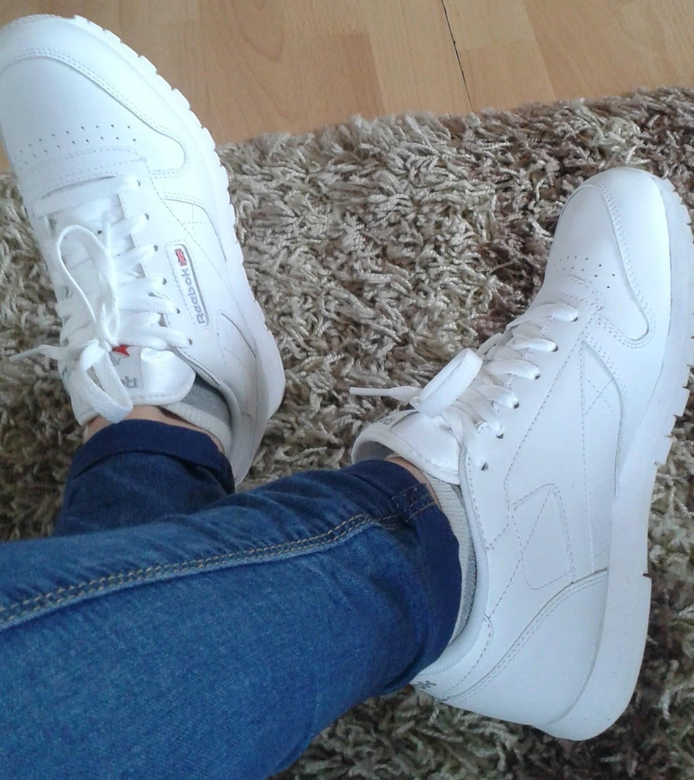 d1b0cfc23e1b6 Chciałam, aby były koloru białego, gdyż teraz takie zaczęły mi się teraz  podobać. Po wielu przemyśleniach strzałem w 10 okazały buty Reebok Classic  White.