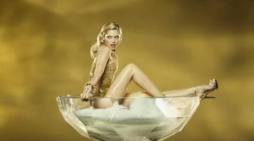 Canzone pubblicit paco rabanne eau my gold agosto 2014 - La ragazza della porta accanto colonna sonora ...