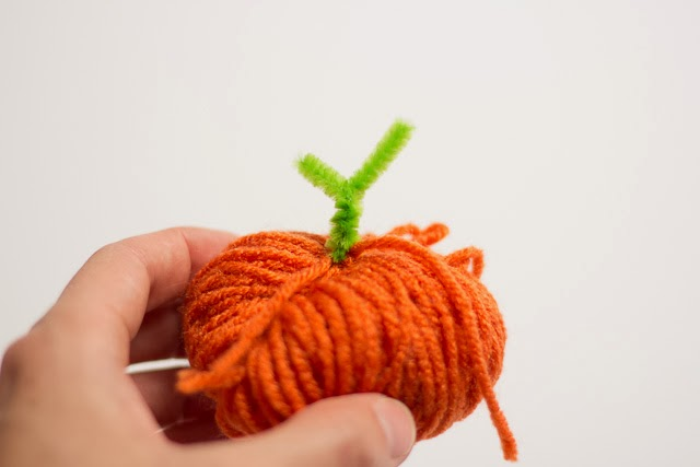 How to make yarn pumpkins - just like making a pom-pom!