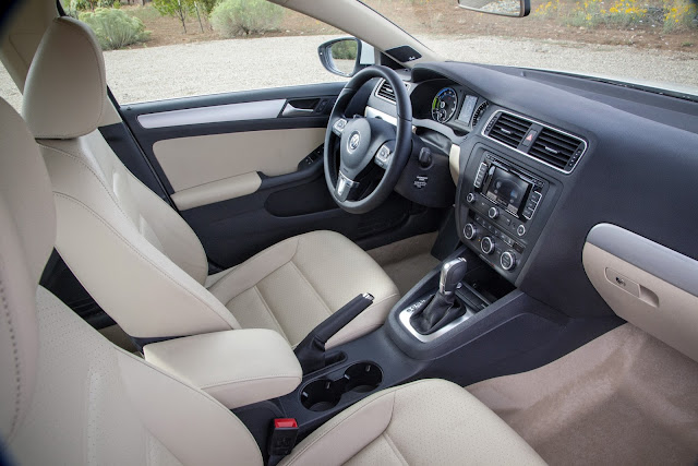 Interior view of 2016 Volkswagen Jetta Hybrid SEL