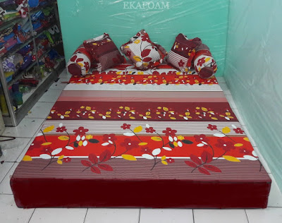 Sofa bed inoac motif sakura merah maroon