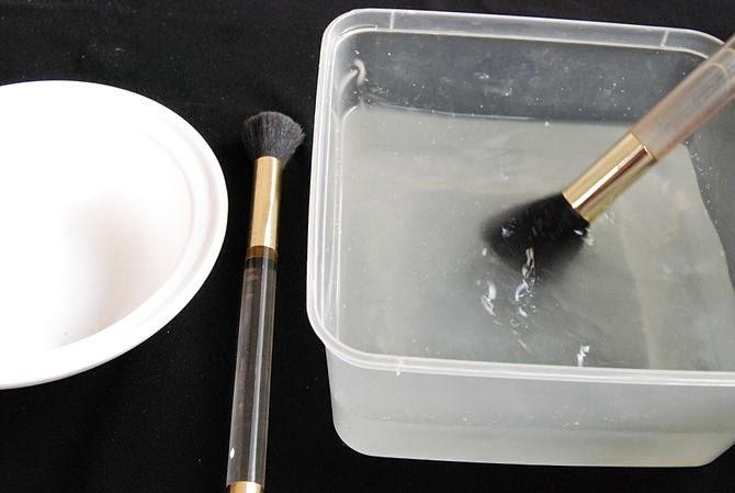 como limpiar las brochas y pinceles de maquillaje