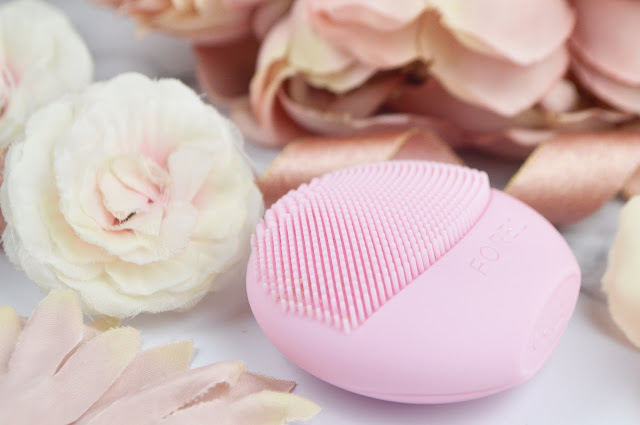 Pearl Pink Foreo Luna Play Cleansing Brush at Indulge Beauty, Review, Lovelaughslipstick Blog