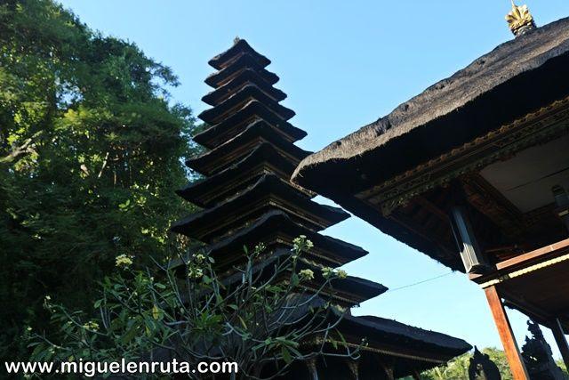 Pura-Goa-Lawan-Bali