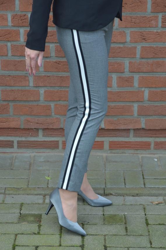 Zara Hose mit seitlichem Streifen