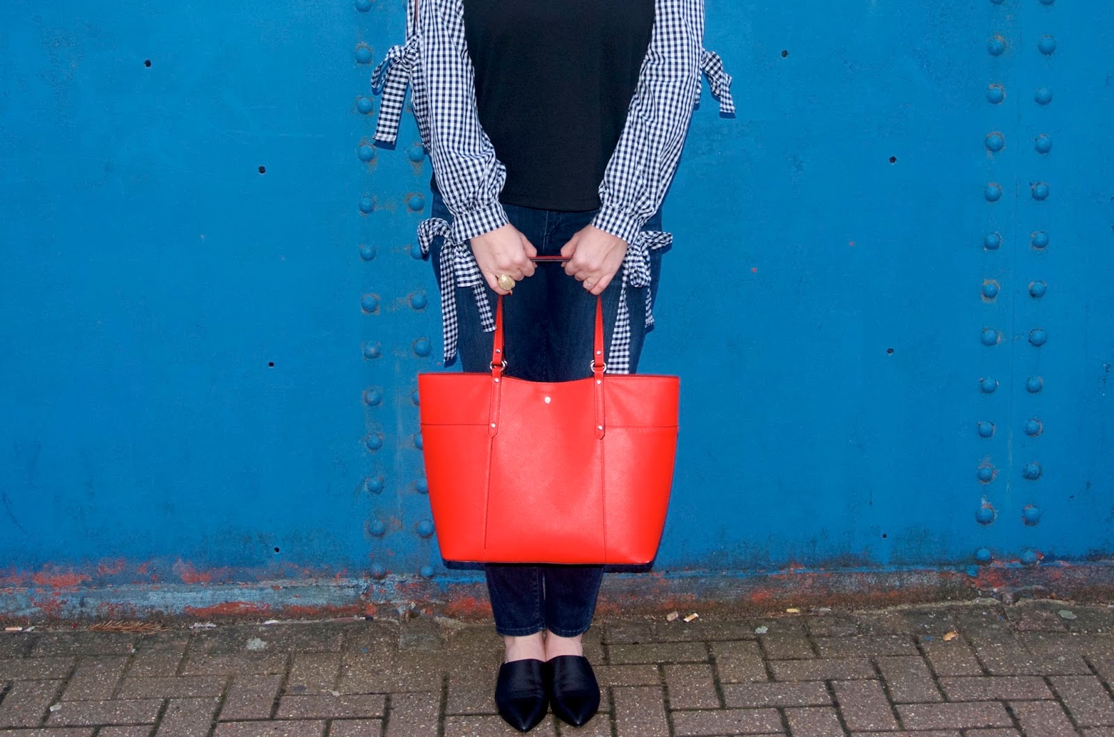 sleeves with bows, red bag and black elf shoes