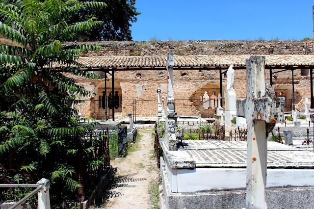 Dónde ver campos de lavanda en España. Campos de lavanda en Brihuega, Guadalajara. Qué ver en Brihuega. Cementerio del castillo de Piedra Bermeja