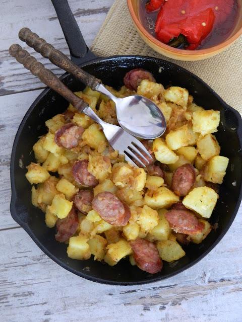 Cartofi taranesti cu carnati