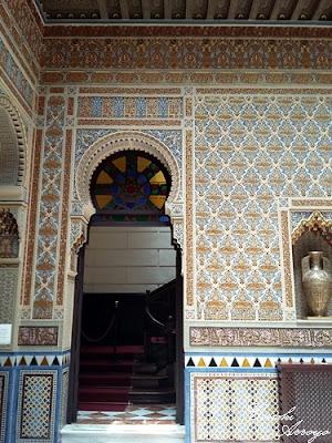 Vestíbulo del Casino de Murcia y puerta de acceso a la primera planta