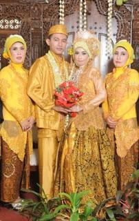 Model Baju Kebaya Pengantin Modern Warna Gold