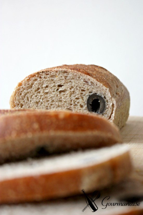 Pão de forma com azeitona e alecrim