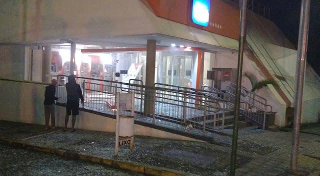 Caixas eletrônicos de agências bancárias são alvo de explosões em Carmo do Rio Claro (Foto: Reprodução / Redes Sociais)