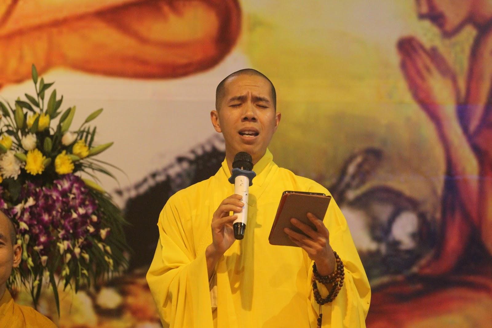 Tiếp theo chương trình là những tiết mục ngâm thơ của các Phật tử tham gia đêm thiền trà, góp phần làm cho chương trình đêm Trung thu càng trở nên sinh ...