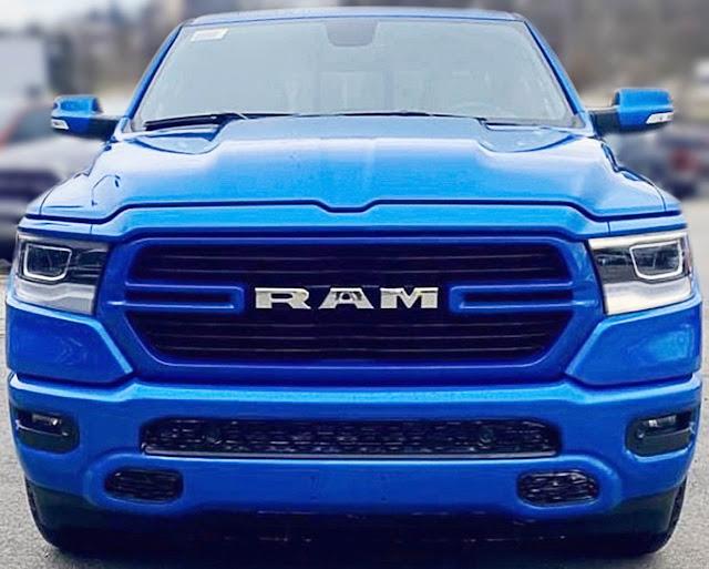 dodge-ram-1500-big-horn-sport-hydro-blue-2020