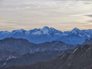 Morgendlicher Blick in die Zillertaler mit dem Olperer prominent in der Mitte