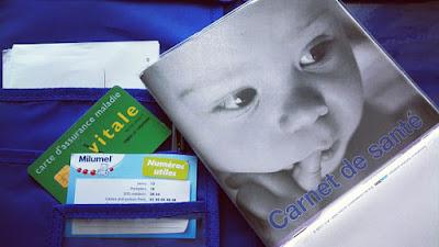 Carnet de santé de bébé, carte Vitale et carte de mutuelle