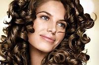 Bir bayanın lüle saç modeli