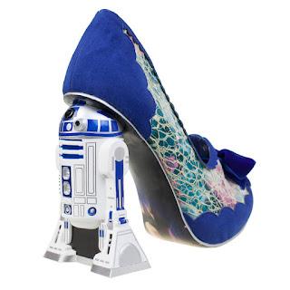 Zapatillas y moda exótica con tacones altos