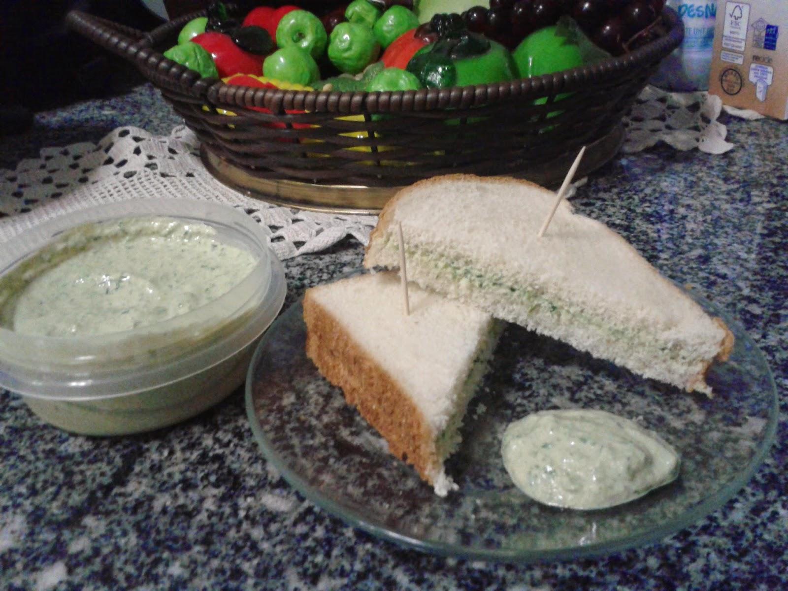 Patê de sardinha com cheiro verde