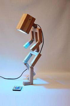 lamparas hechas con madera robot