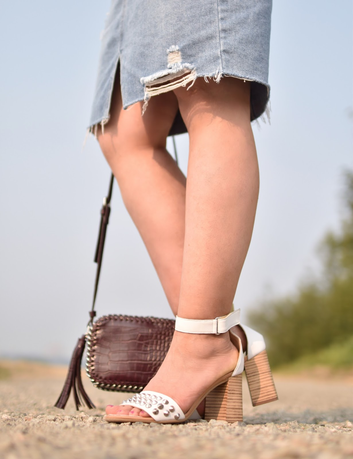 Monika Faulkner outfit inspiration -distressed denim skirt, block-heeled ankle-strap sandals, Forever 21 cross-body bag