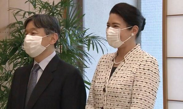 Empress Masako received information on Covid-19's impact on nursing homes. pearl earring and pearl necklace. tweed jacket