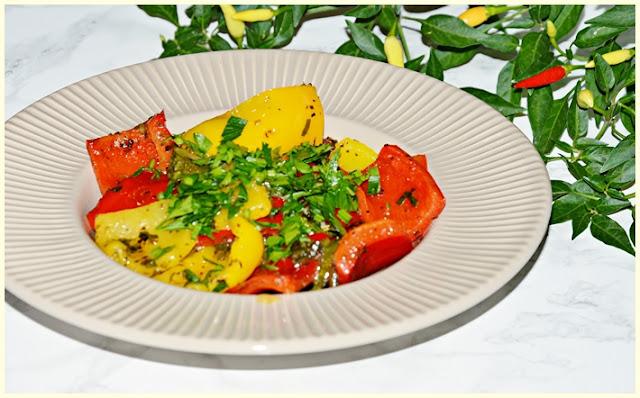 Warzywa na patelni z pietruszką, oliwą i ziołami prowansalskimi