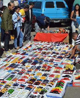 Mercado de pulgas, com venda de peças, outra atração do evento
