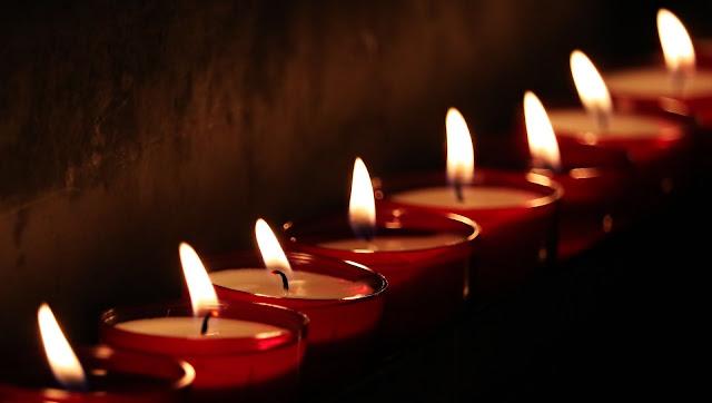 """10 Renungan Kristen Untuk Remaja Dan Pemuda Penuh Inspiratif   Curahan Online.Melahirkan Perubahan, Merenungkan dan Instrospeksi Diri Menjadi Semakin Baik dari Apa Yang Sudah Terjadi,dan sudah kita Lewati adalah Hal yang Sangat Patut Kita Lakukan dalam Iman.    Namun,Masih Banyak Diantara Kita Yang Selalu Menyesal,Putus Asa,Frustasi Bahkan Depresi,Karen Hari-Hari yang Di lewati Berlalu Tanpa Perubahan,dan Hidup Di dalam Kegelapan,Serta Dosa Yang Selalu Membayangi Setiap Detik Hidupnya.Mari Datanglah Penuh Sukacita Ke Pangkuan Bapa!Serahkan segala keluh kesahmu,Beban,dan Bertobatlah.    Berikut ini Kami Akan Membantu Saudara Dengan 10 Renungan Kristen Yang akan Membantu Para Remaja dan Pemuda bahkan Segala Kalangan,Saat Teduh,Ayat Alkitab,Nasehat,dari Renungan Kristen Ini,Akan Semakin Menumbuhkan Iman Kamu Sekalian.Salam...    1.Renungan Inspirasi Kristen """"Hope In Turbulence"""" Hope In Turbulence 'Terang Yang Sesungguhnya,Yang Menerangi Setiap Orang,Sedang Datang Kedalam Dunia' Yohannes 1:9    hope In Turbulence 'Terang Yang Sesungguhnya,Yang Menerangi Setiap Orang,Sedang Datang Kedalam Dunia' Yohannes 1:9    Renungan Inspirasi Kristen """"Hope In Turbulence""""  Renungan Inspirasi kristen   Minggu 28 April 2019/Ketika istri saya sedang melahirkan anak pertama kami,kami sengaja memilih istri saya melahirkan di luar kota.Bukan karena di kota tempat tinggal saya tidak ada rumah sakit bersalin yang bagus atau karena ingin gaya-gayaan.  Banyak Rumah sakit serta Dokter kandungan berpengalaman di kota saya .Namun,di hari-hari terakhir sebelum perkiraan istri saya melahirkan,kami memutuskan melahirkan di luar kota karena informasi adanya rumah sakit yang bagus dan sangat mendukung melahirkan secara normal.dan meski melewati perjuangan sekian jam,anak saya anak saya bisa di lahirkan tanpa operasi dengan istri maupun anak saya sehat walfiat.  Setiap orang tentu akan berusaha memberikan yang terbaik buat keluarga terlebih anaknya dalam cerita ini,apalagi untuk kelahiran.tapi mengapa A"""