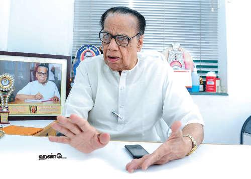 எம்.ஜி.ஆருக்குச் சொன்னோம் ஜெயலலிதாவுக்குச் சொல்ல முடியவில்லை!