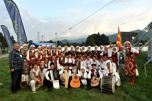 Mazedonische Folkloregruppe Etnos bei der Folklorelawine