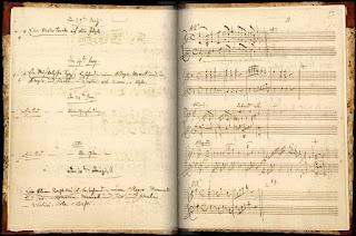 """Inscripción de la """"Sonata para piano a cuatro manos"""" en do mayor, Kv. 521, en el catálogo de obras que Mozart utilizó entre febrero de 1784 y diciembre de 1791. (Se trata de la primera inscripción en ambas páginas)."""