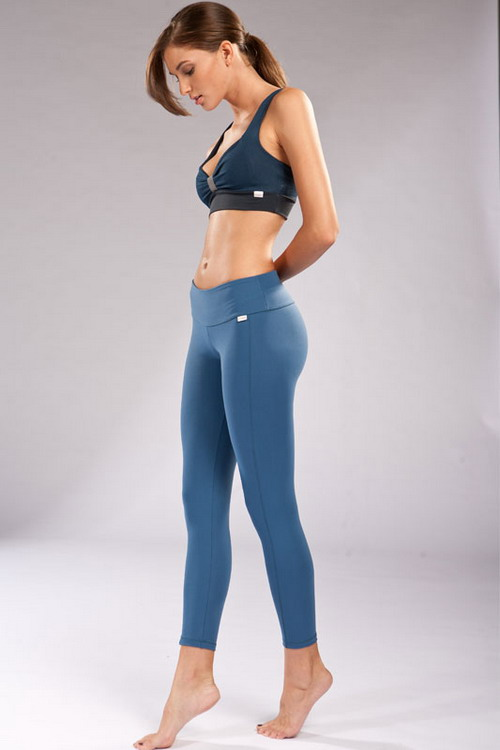 Wearing Workout Leggings During Exercise As Part Of Casual ...